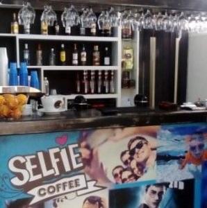 καφετέρια Σαλαμίνα , καφές Σαλαμίνα , ροφήματα Σαλαμίνα , χυμοί Σαλαμίνα , αναψυκτικά Σαλαμίνα , σφολιάτες Σαλαμίνα , ντόνατς Σαλαμίνα , selfie coffee Σαλαμίνα